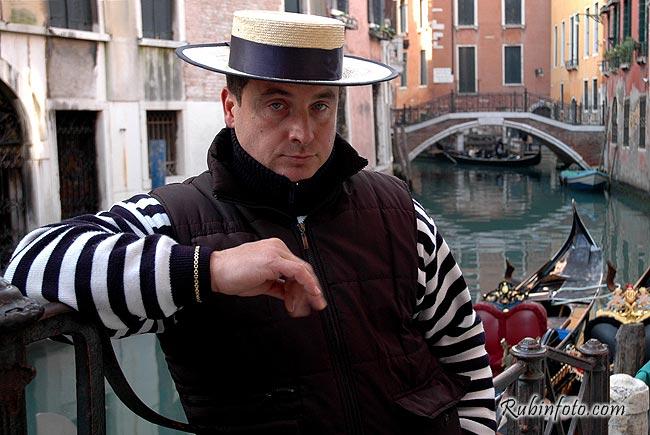 Gondolier_Venecia.jpg